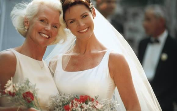 Como as Mães dos Noivos Devem se Vestir na Hora do Casamento