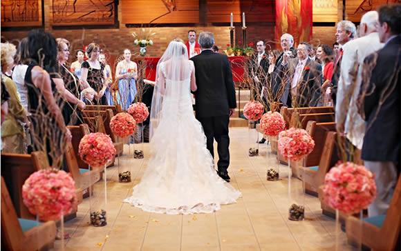Qual a Maneira Certa de Decorar a Igreja para o Casamento