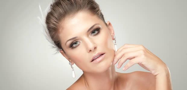 A Moda Agora é Noiva com Maquiagem Dourada