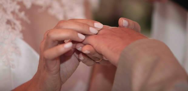 """O Esmalte da Noiva Pode ir Muito Além do """"Branquinho"""""""