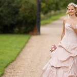 Escolha um Lindo Vestido de Noiva Rosa para seu Casamento