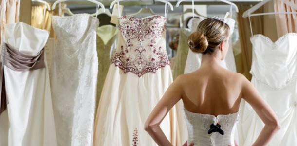 Dúvida Cruel - Comprar ou Alugar seu Vestido de Noiva?