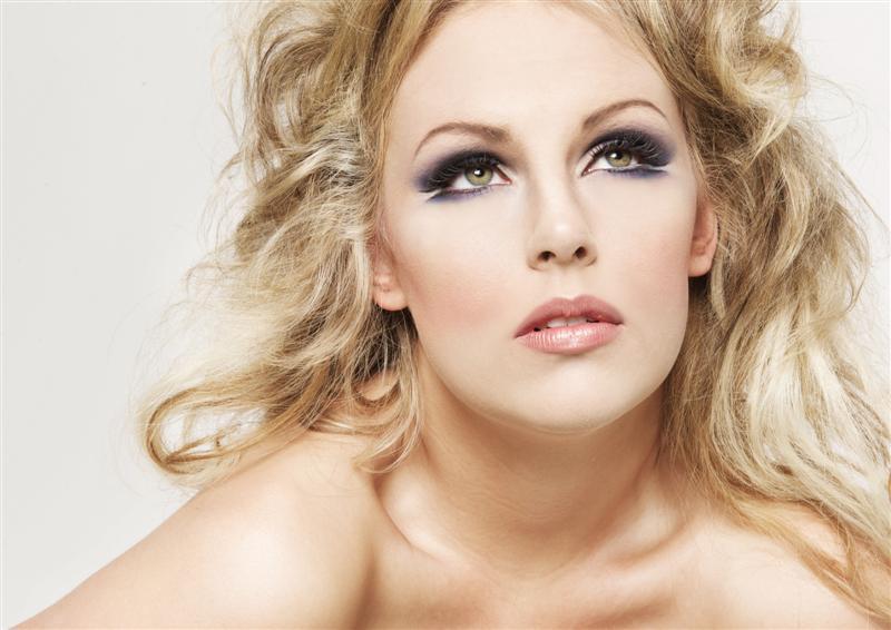 Dicas para Fazer sua Maquiagem Durar o Casamento Todo