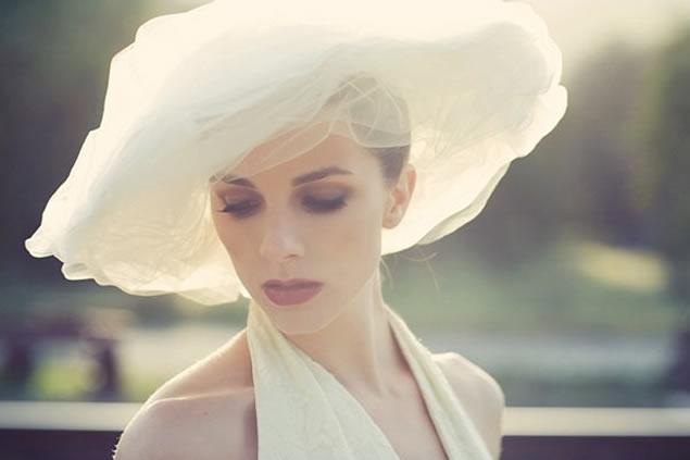 As Noivas Podem e Devem Usar Chapéus em Casamentos Diurnos