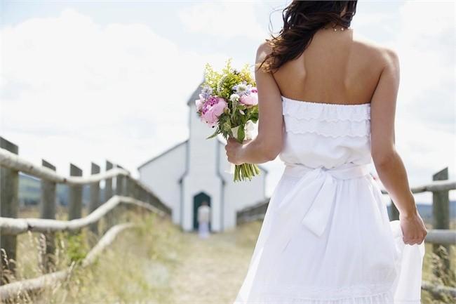 Como Cuidar de seu Vestido de Noiva para Casar Longe de Casa